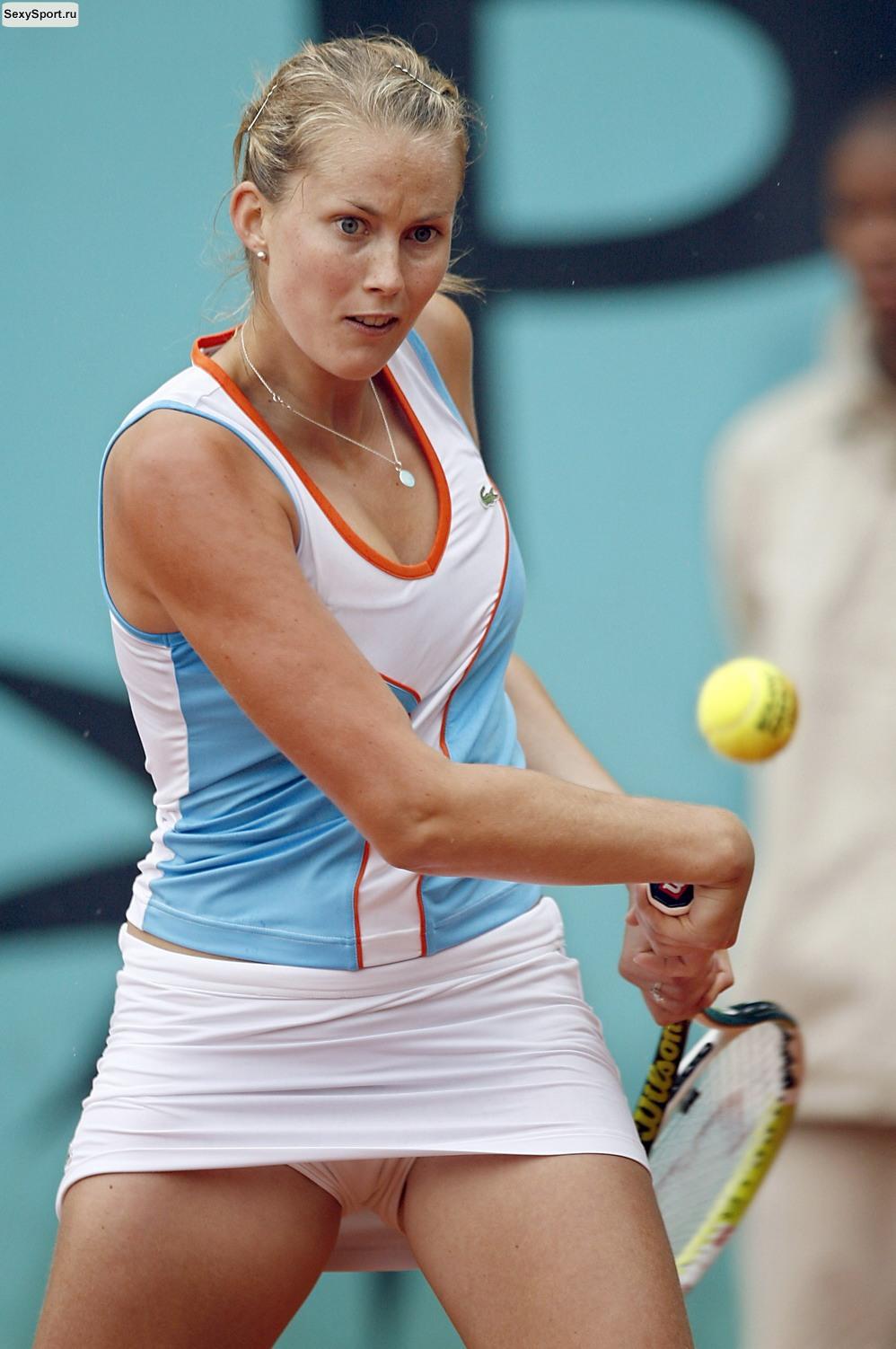 Тенисистка без трусов
