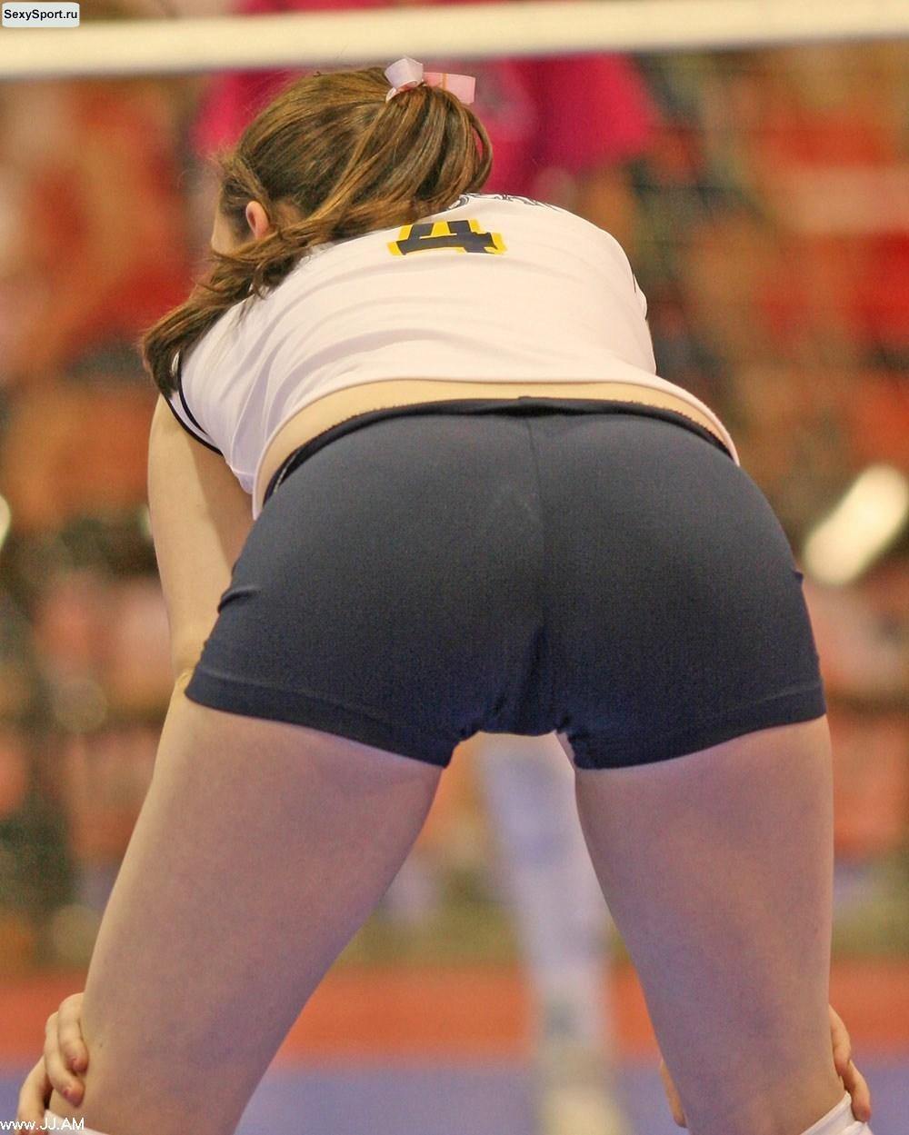 Сексуальные волейболистки в обтягивающихся трусиках фото 288-838